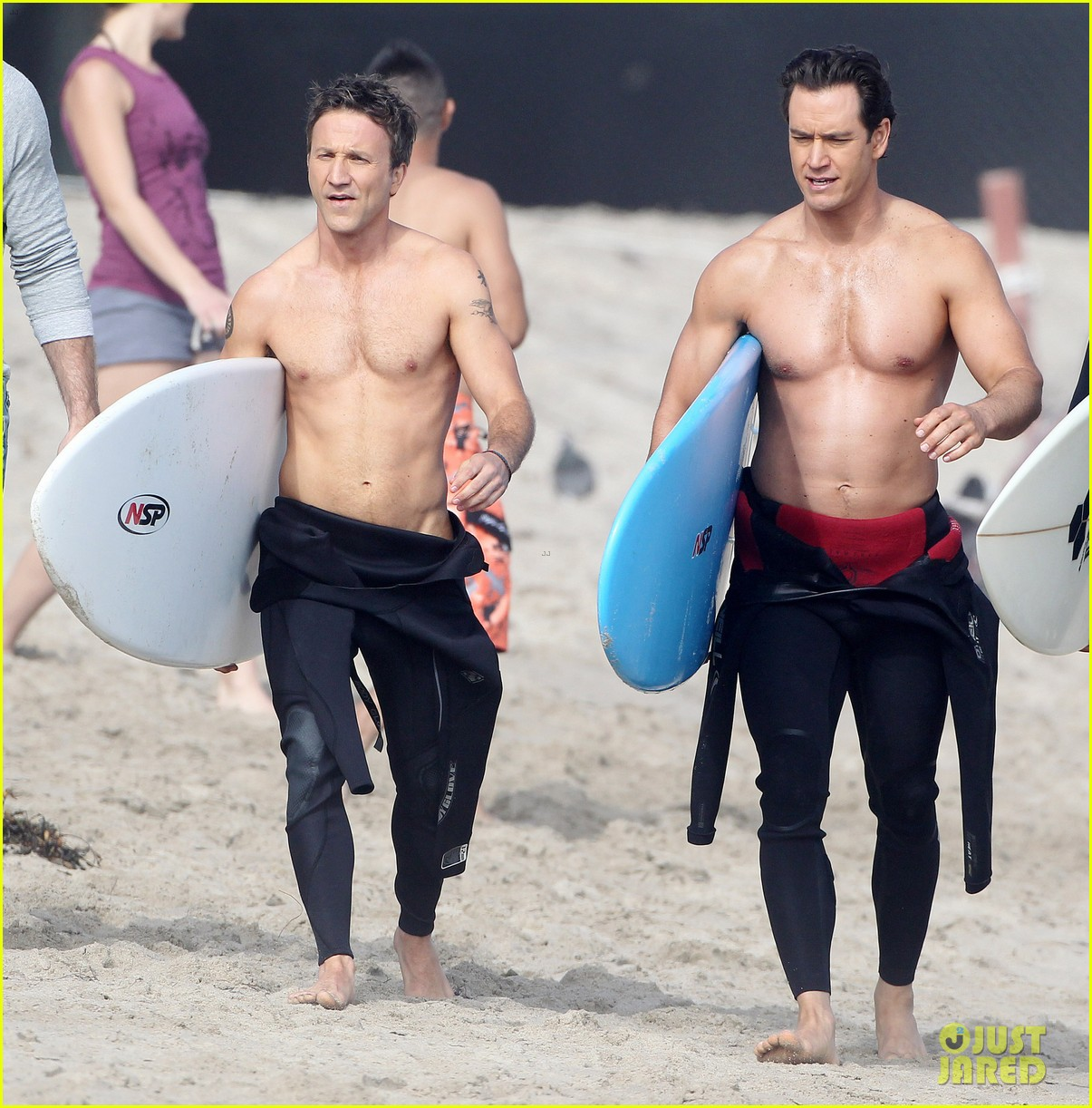 mark paul gosselaar breckin meyer shirtless shirtless on franklin bash set 22