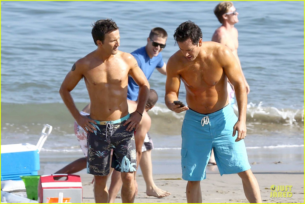 mark paul gosselaar breckin meyer shirtless franklin bash duo 162836027