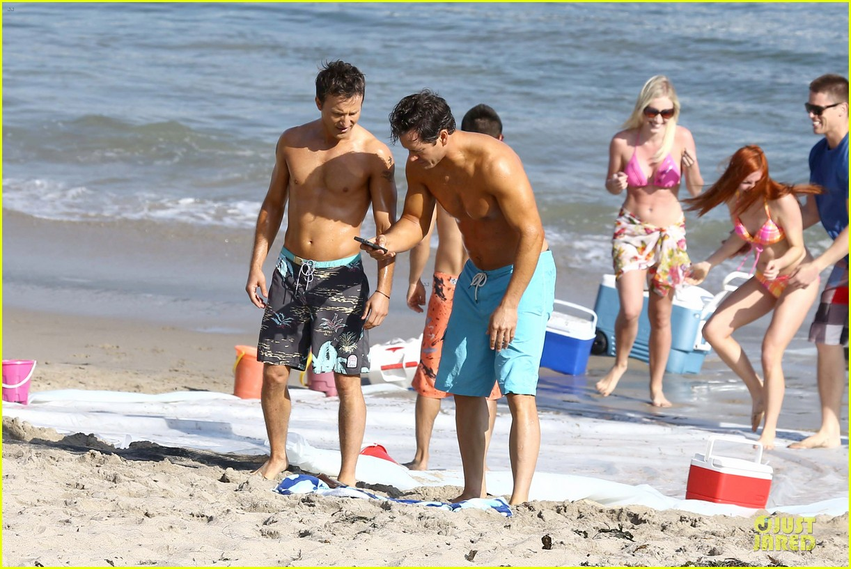 mark paul gosselaar breckin meyer shirtless franklin bash duo 292836040