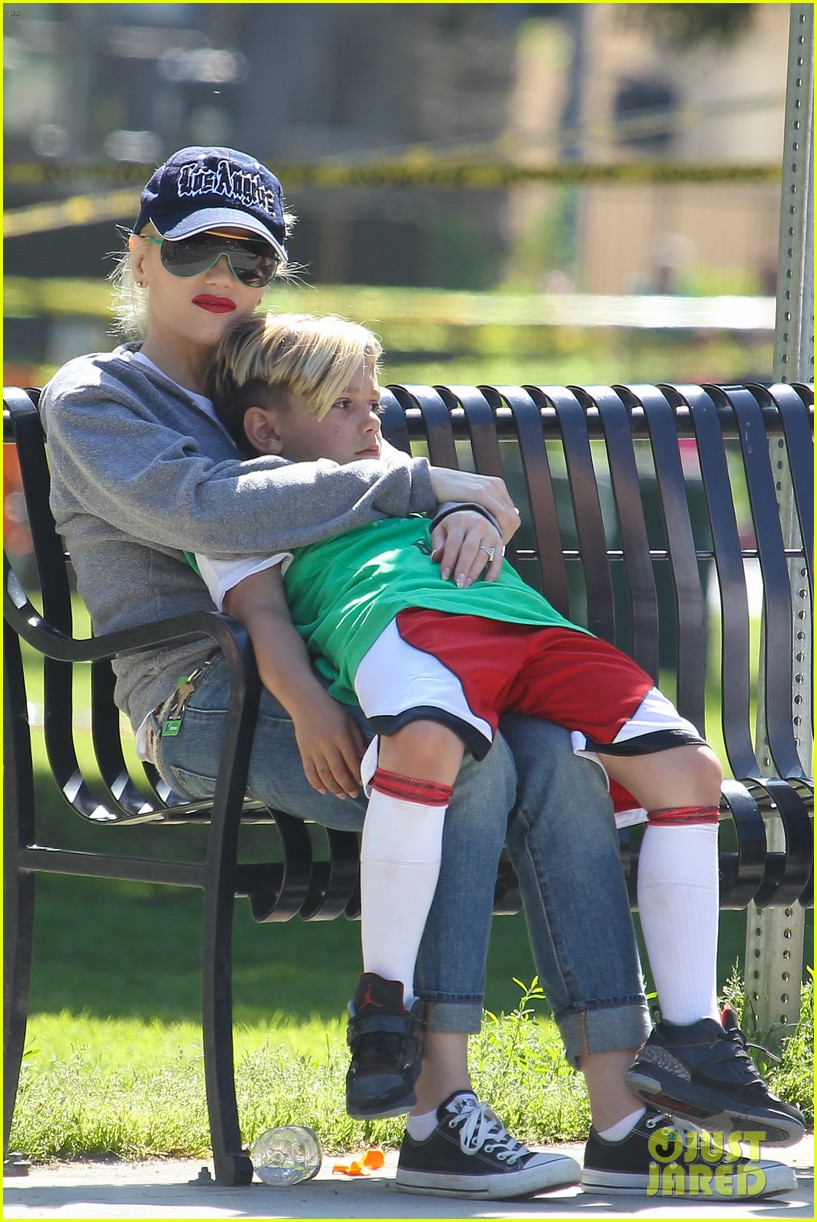 gwen stefani gavin rossdale family fun at the park 24