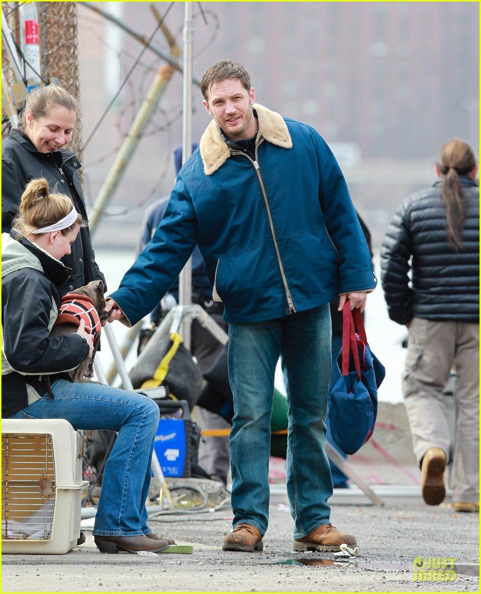 tom hardy kisses on animal rescue set 05