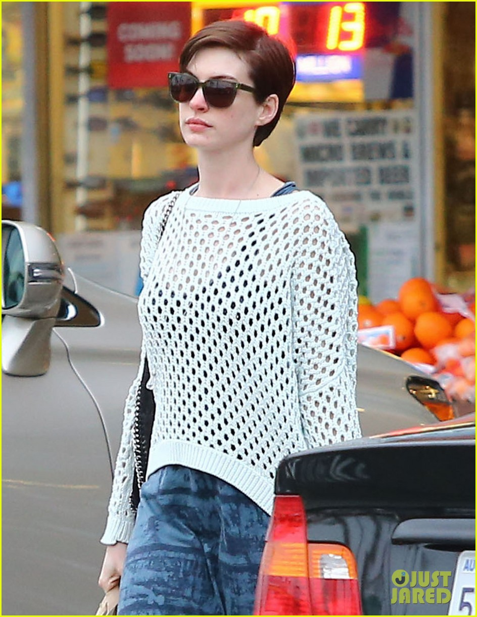 anne hathaway whole foods shopper 042833377