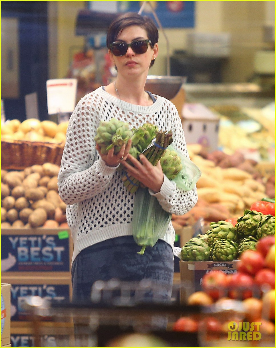 anne hathaway whole foods shopper 242833397