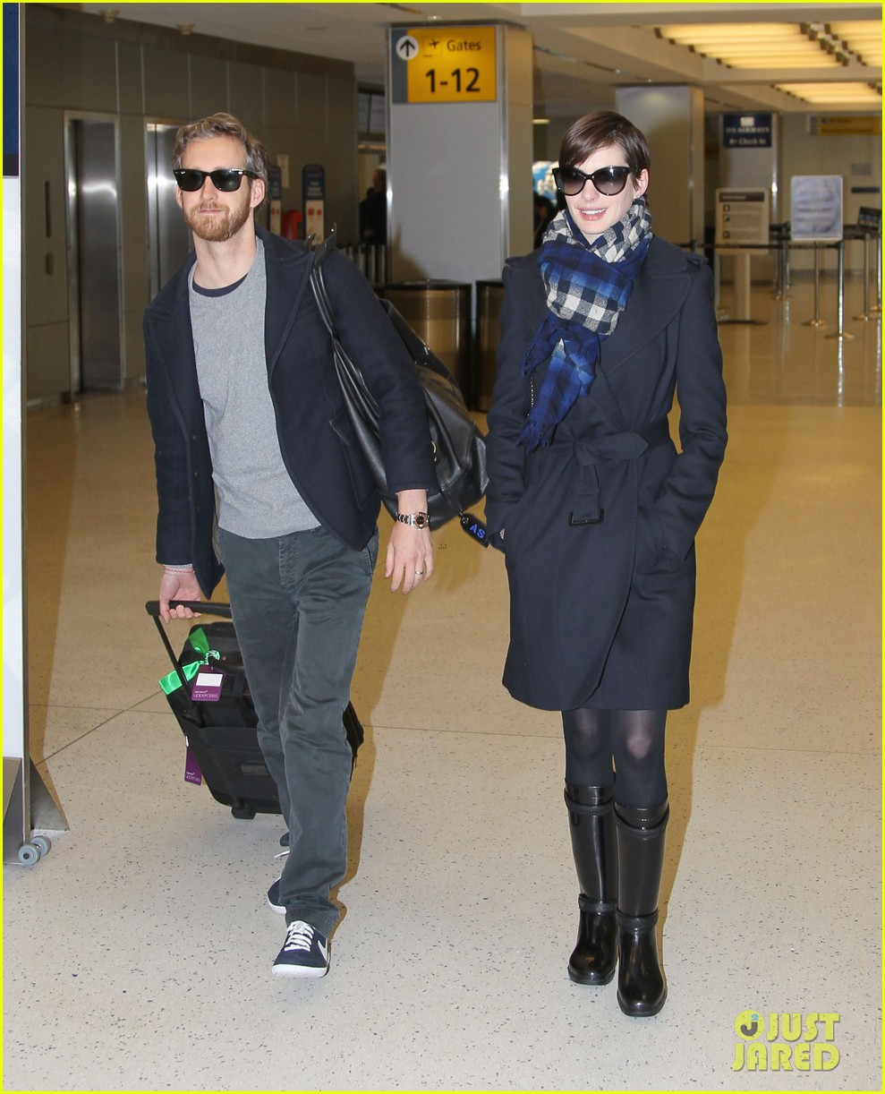 anne hathaway adam shulman back in the big apple 01