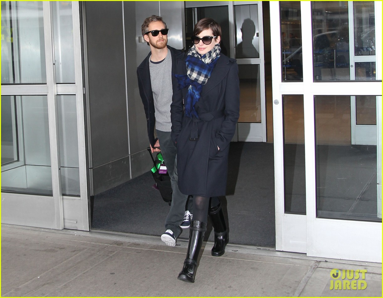 anne hathaway adam shulman back in the big apple 112826755