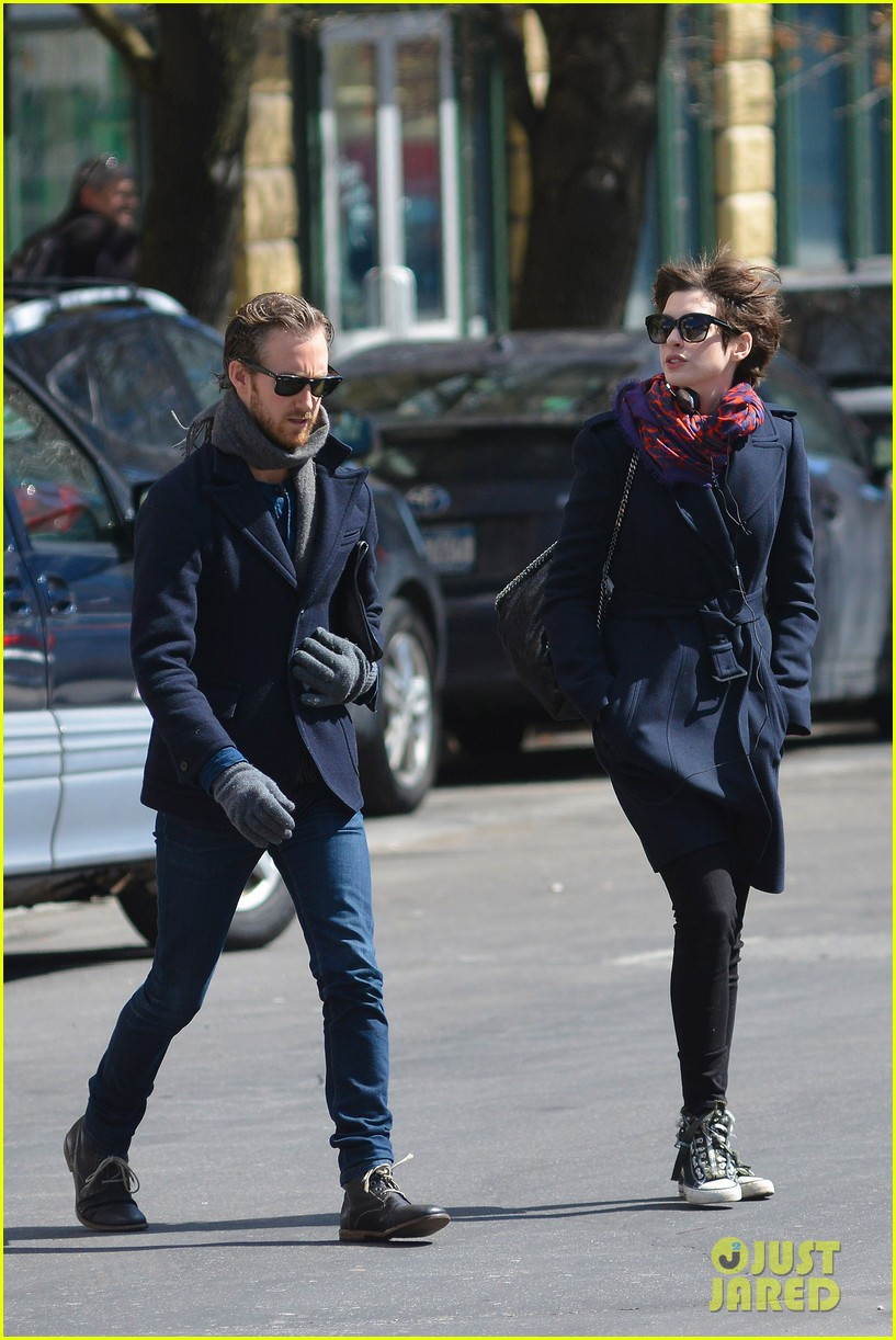 anne hathaway back in brooklyn after philly weekend 092838266