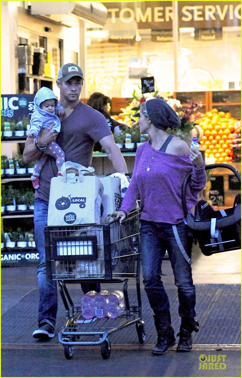 chris hemsworth elsa pataky whole foods family run 042831253