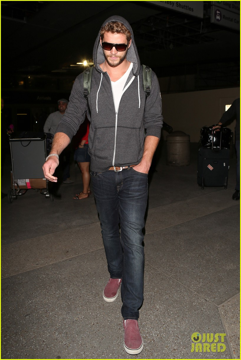 liam hemsworth lands in los angeles miley cyrus twerks 032834912