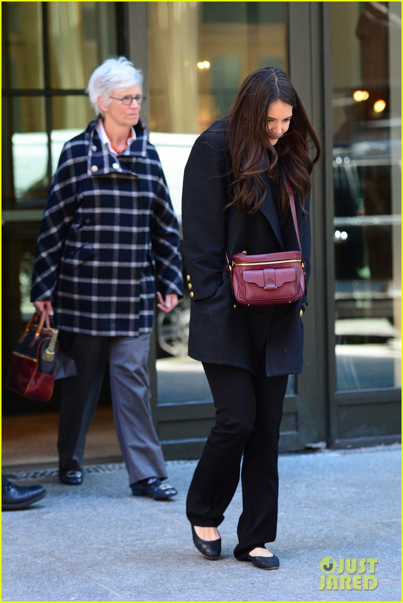 katie holmes lunch date with mom 10