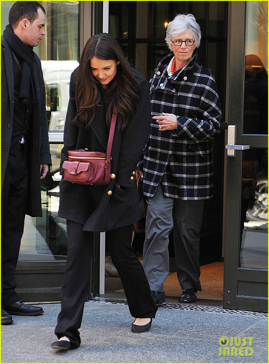 katie holmes lunch date with mom 13