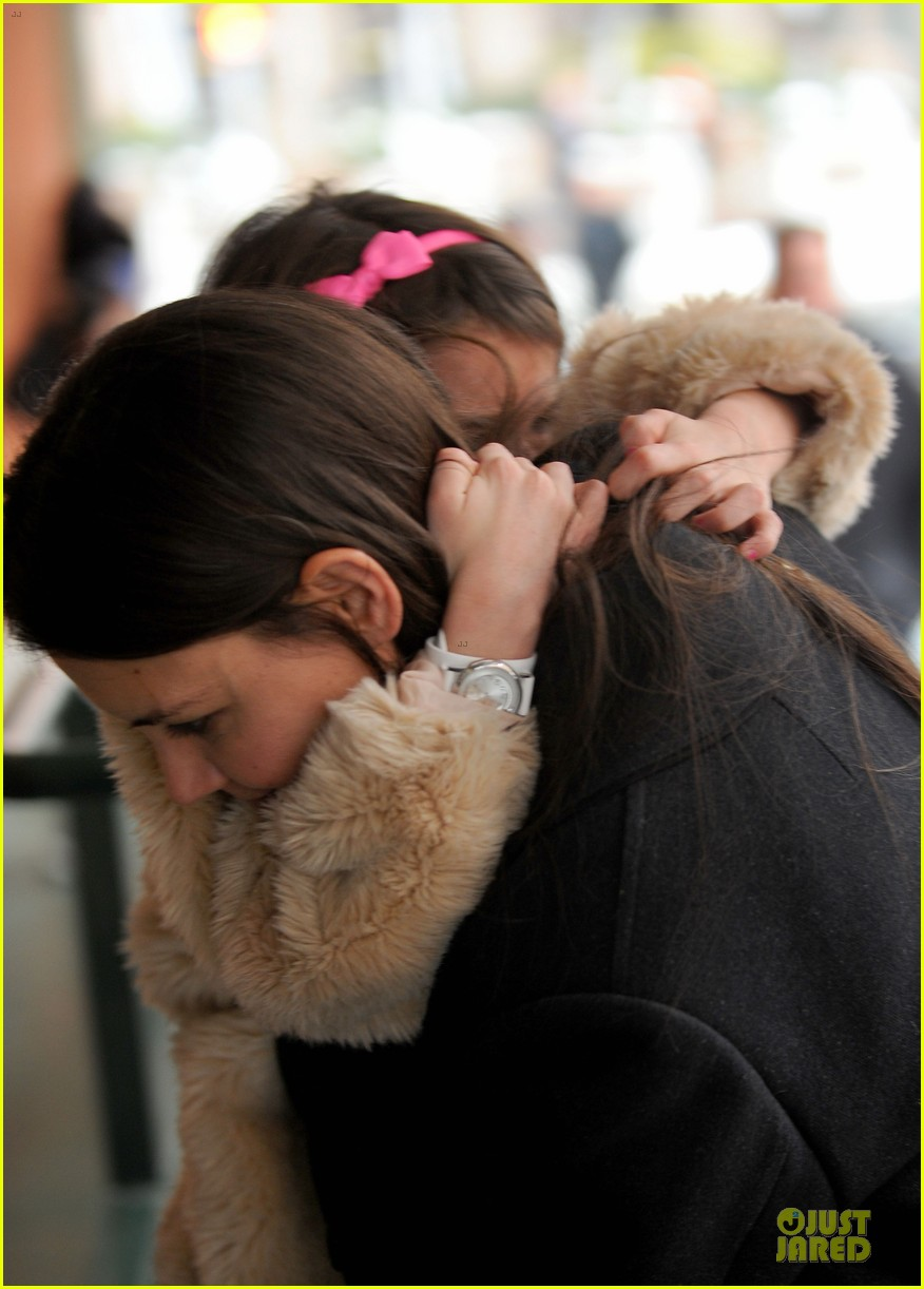 katie holmes suri cruise snowy visiting duo 04