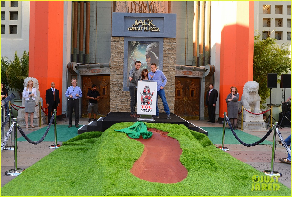 nicholas hoult jack the giant slayer footprint unveiling 082822722