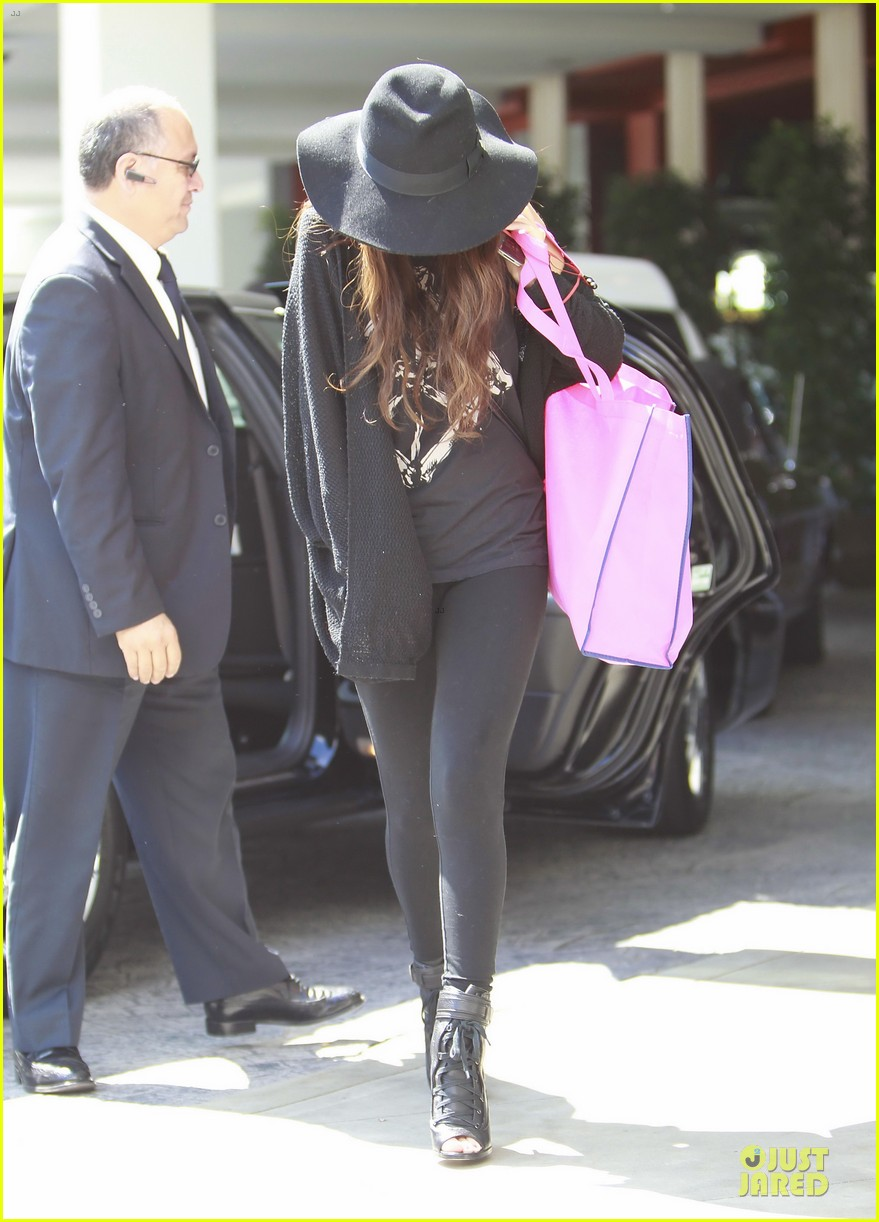vanessa hudgens selena gomez separate hat covering outings 032831532