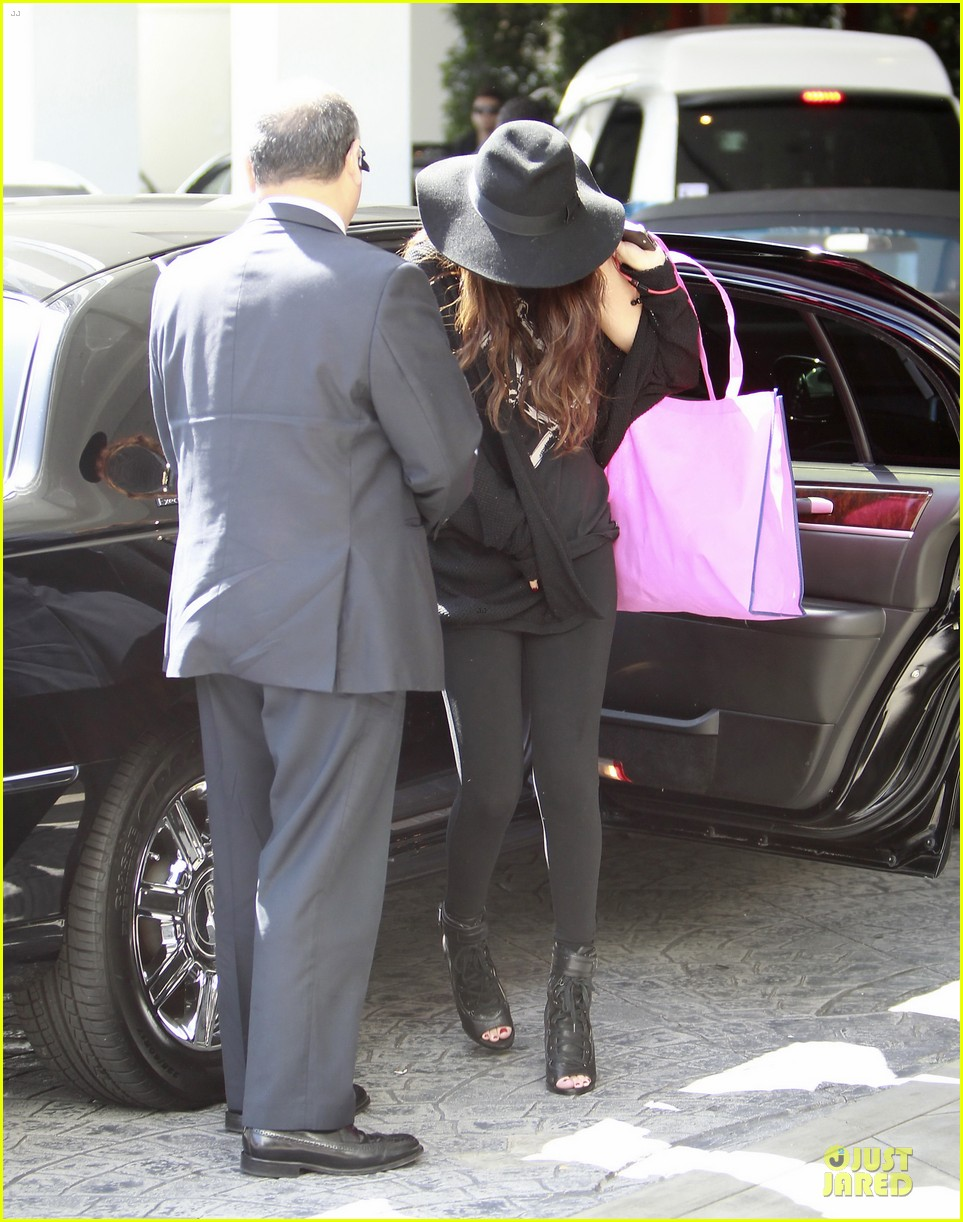 vanessa hudgens selena gomez separate hat covering outings 16