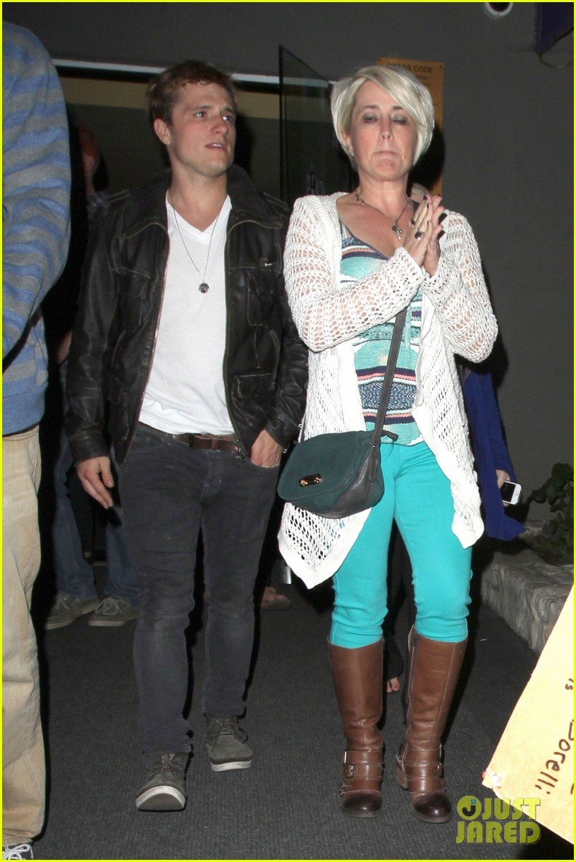 josh hutcherson bowling night with mom 07