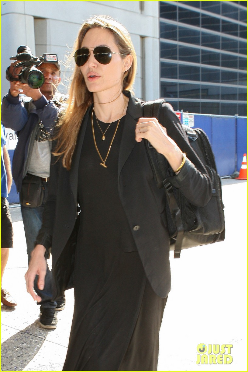 angelina jolie lands in los angeles after congo trip 04