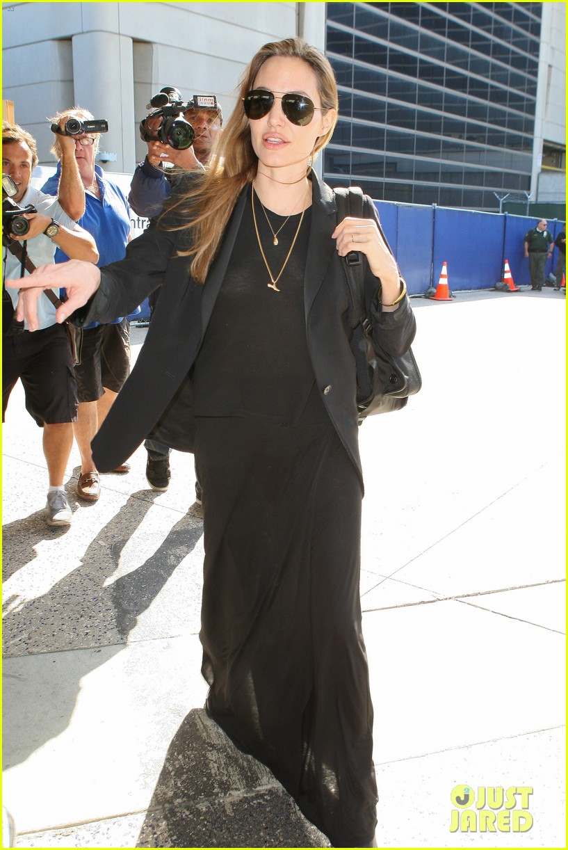 angelina jolie lands in los angeles after congo trip 102838750
