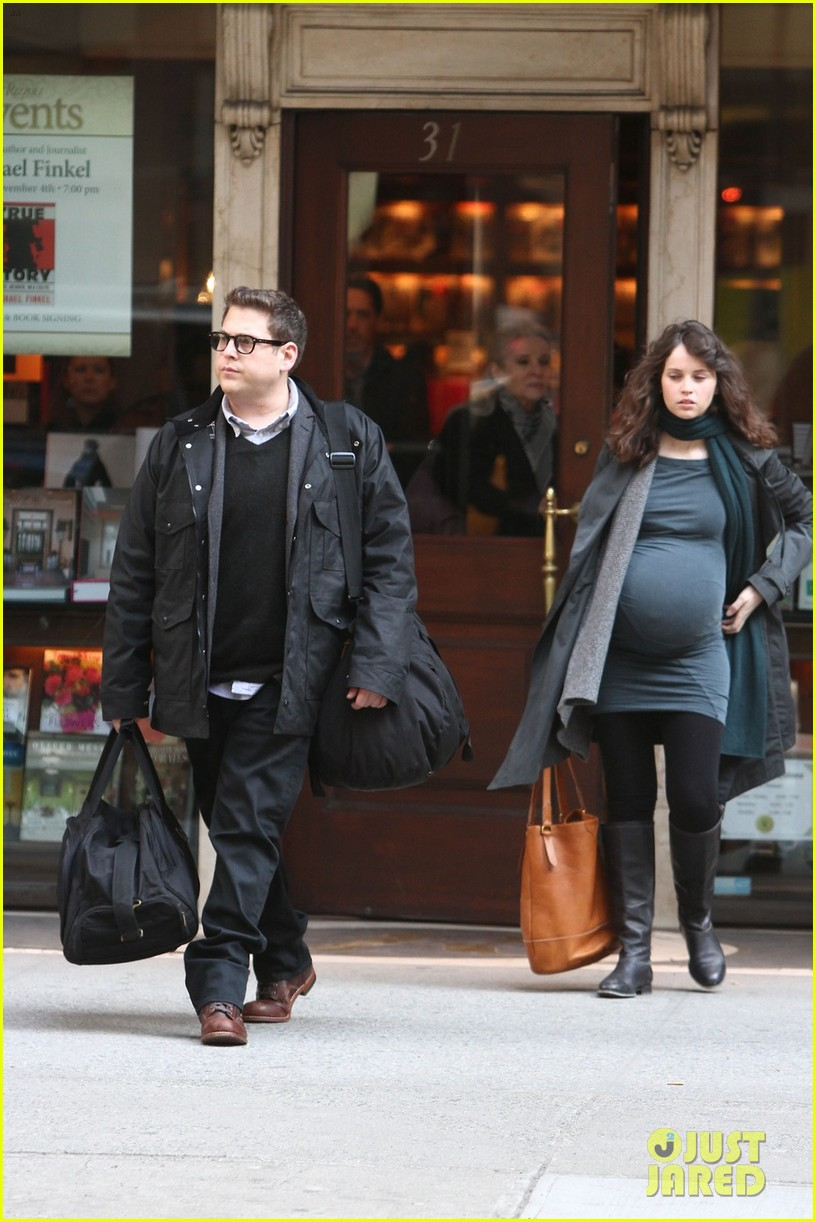 felicity jones fake baby bump for true story 03