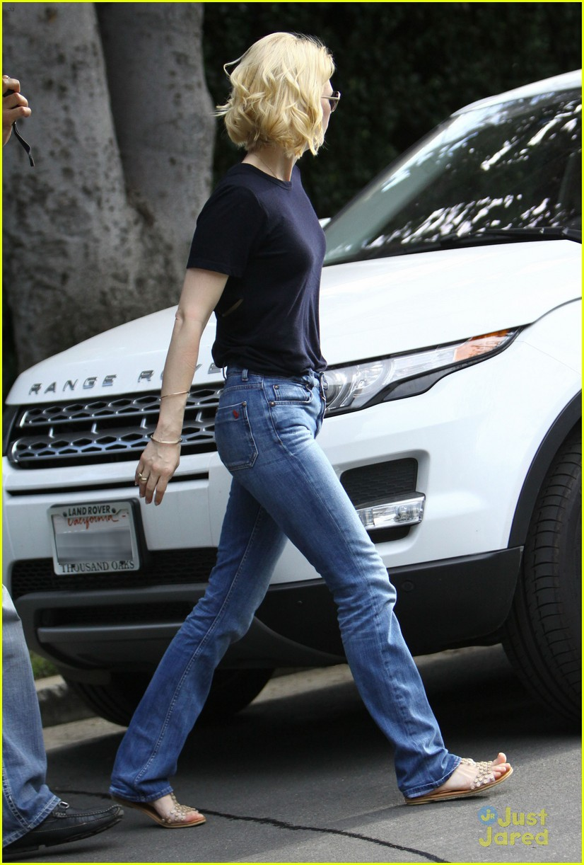 january jones xander le pain quotidien lunch 05