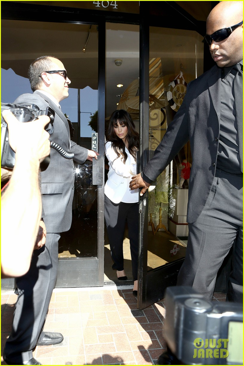 kim kourtney khloe baby shopping 16