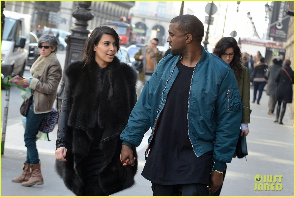 pregnant kim kardashian kanye west palais de tokyo visit 17