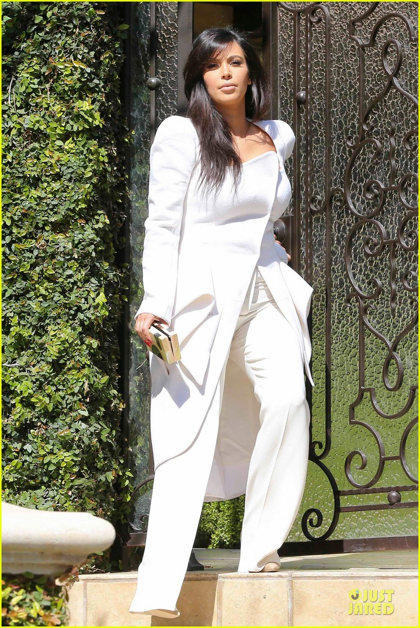 pregnant kim kardashian cant wait to show off baby bump 02