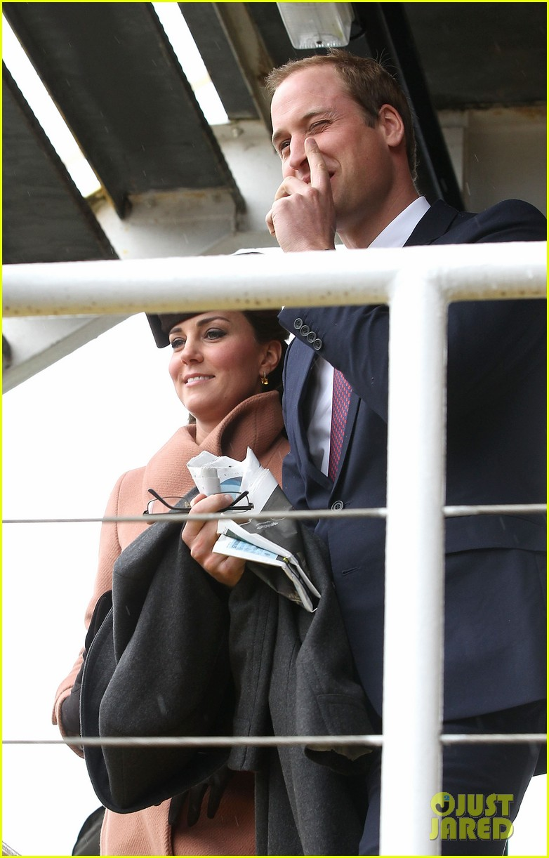 kate middleton pregnant cheltenham visit with prince william012831098