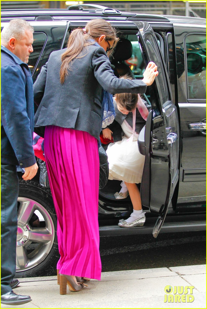 katie holmes easter party with suri 09