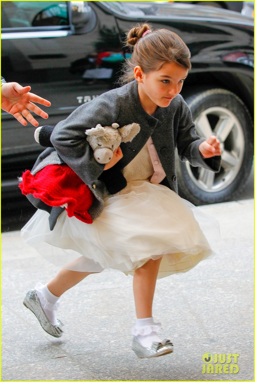 katie holmes easter party with suri 10