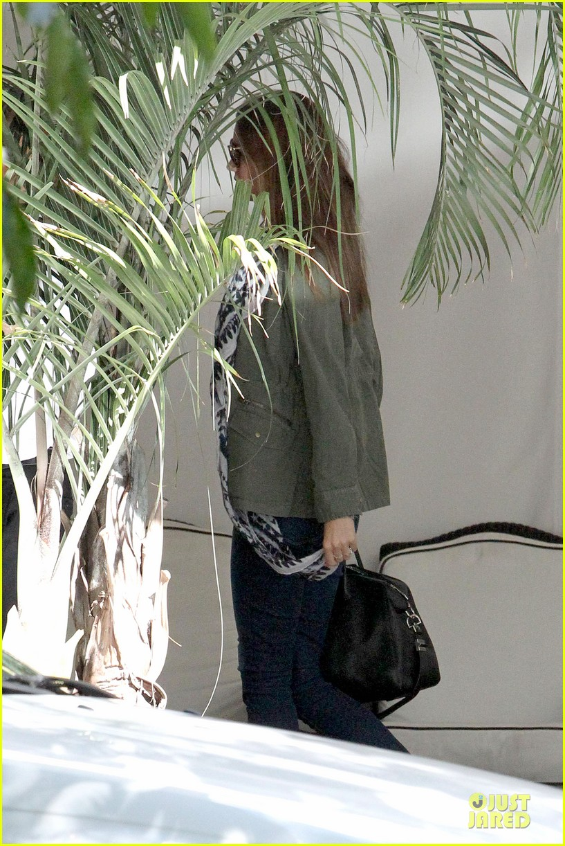 miranda kerr neck brace medical visit 122830737