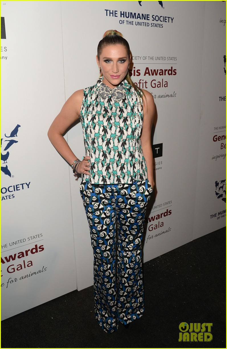 kesha kaley cuoco genesis awards gala 2013 01
