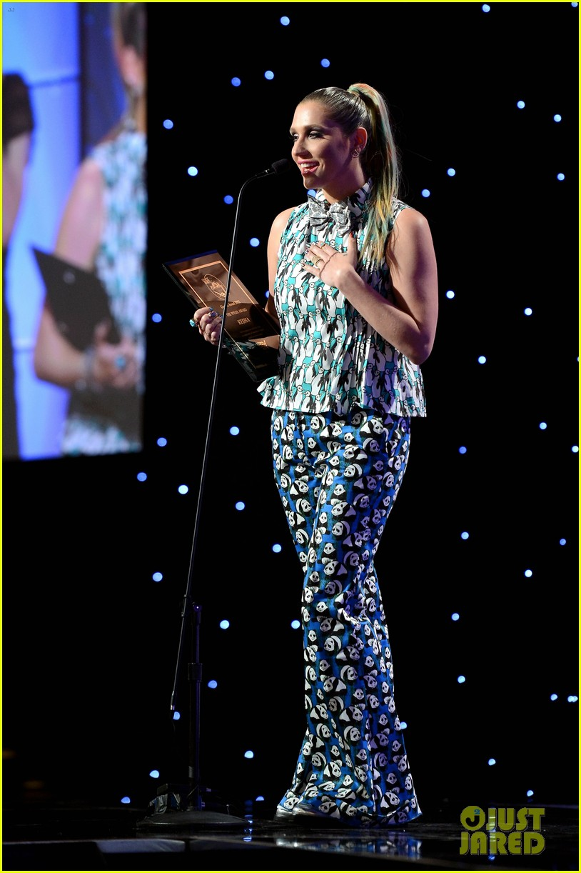 kesha kaley cuoco genesis awards gala 2013 13