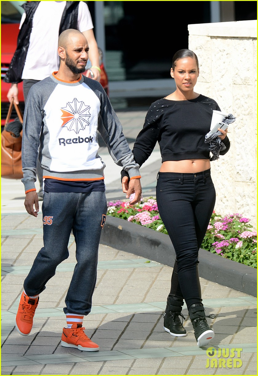 alicia keys swizz beatz holding hands in miami 012837771