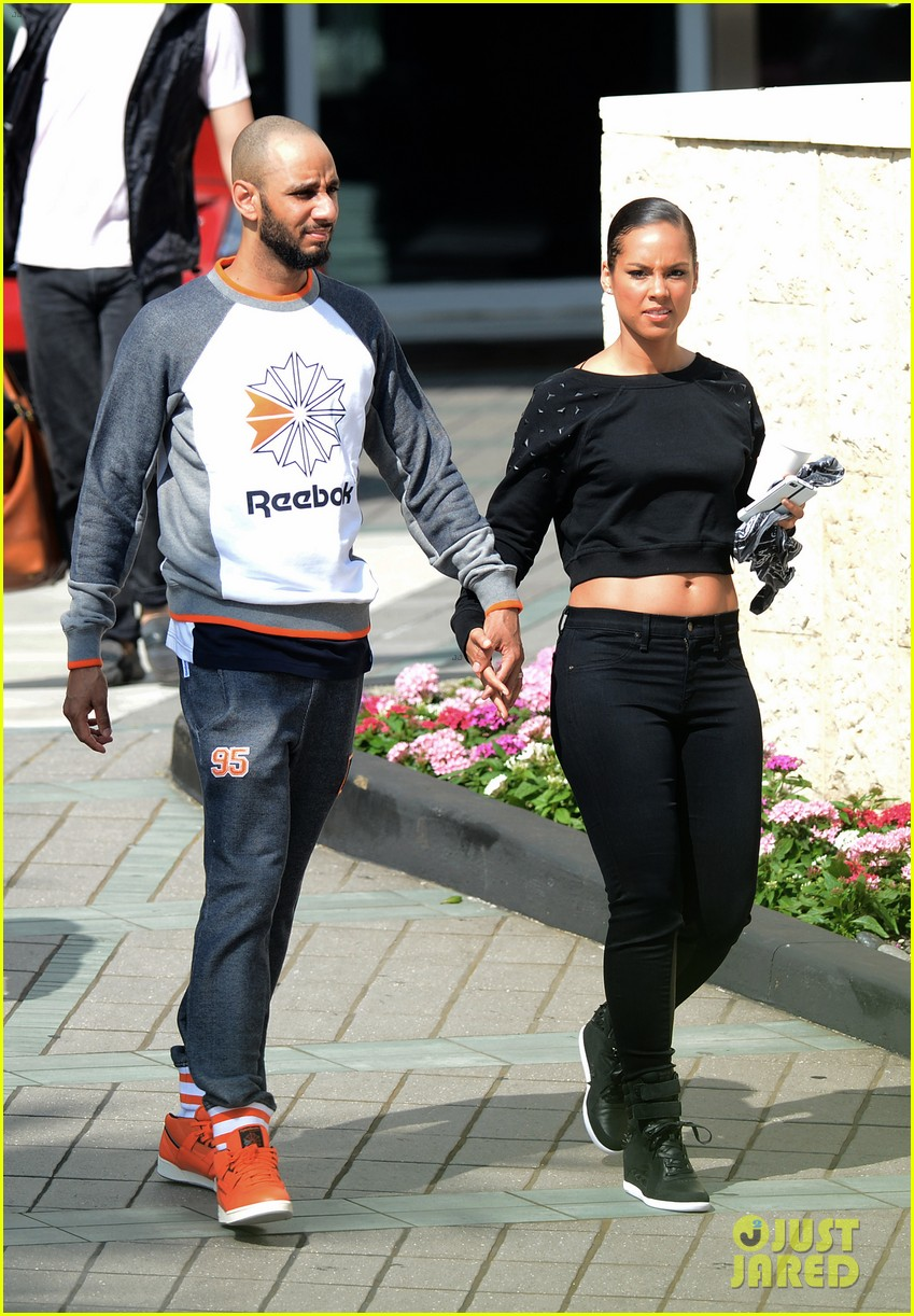 alicia keys swizz beatz holding hands in miami 182837788