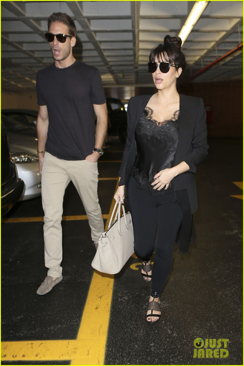 kim kardashian in love with khloe lamar odoms new puppy 01