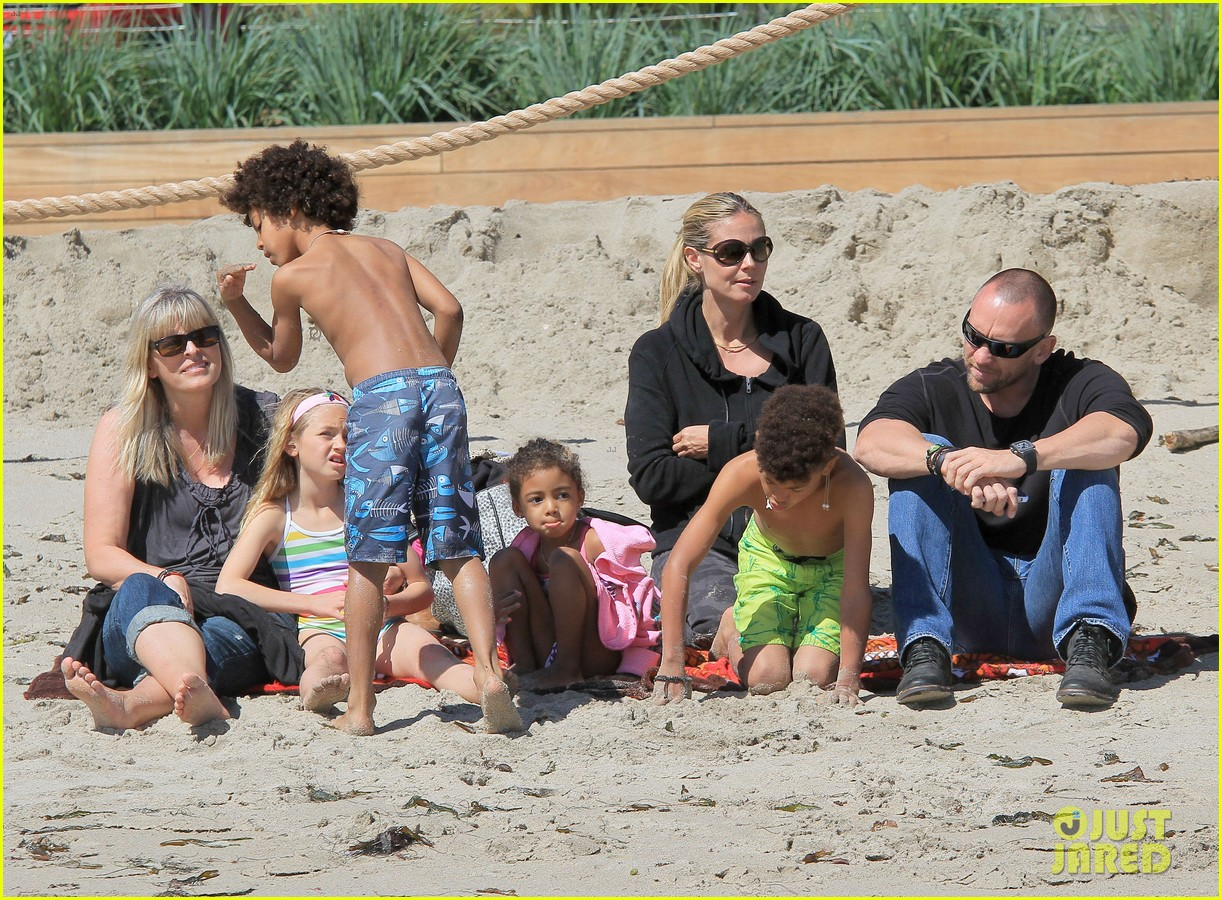heidi klum martin kirsten beach day with the kids 35