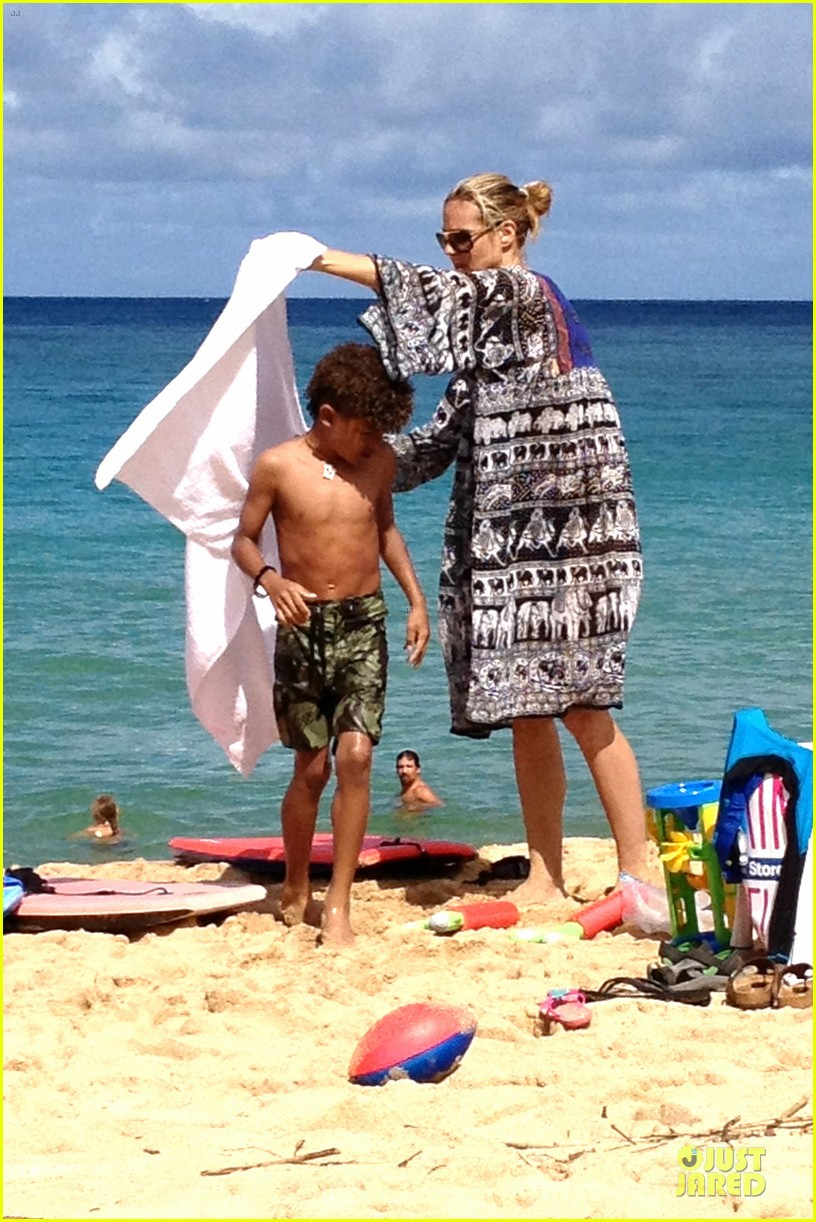 heidi klum martin kirsten beach picnic with the kids 03