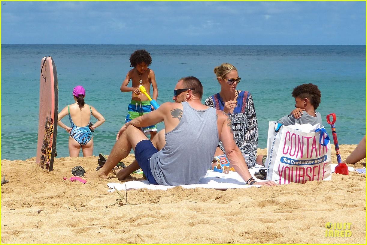 heidi klum martin kirsten beach picnic with the kids 162840322
