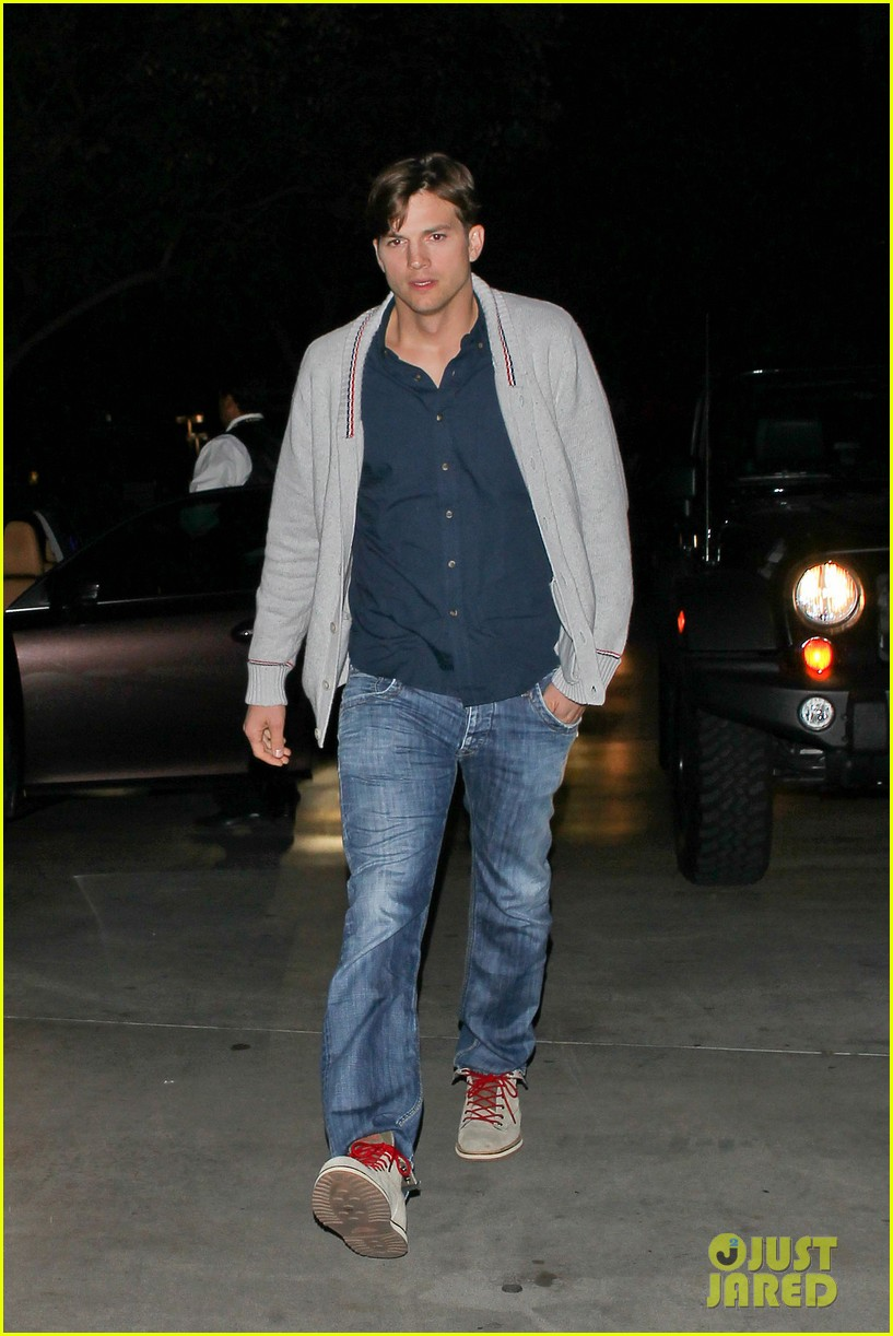 ashton kutcher court side lakers game 082823058