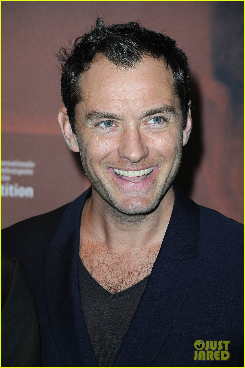 jude law side effects paris premiere 10