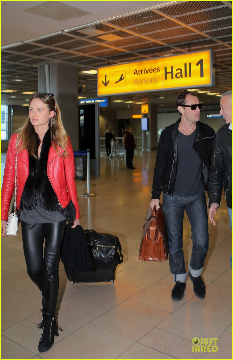 jude law au revoir to france with a mystery woman 12