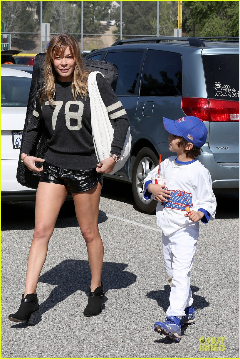 leann rimes eddie cibrian baseball game after cabazon concert 09