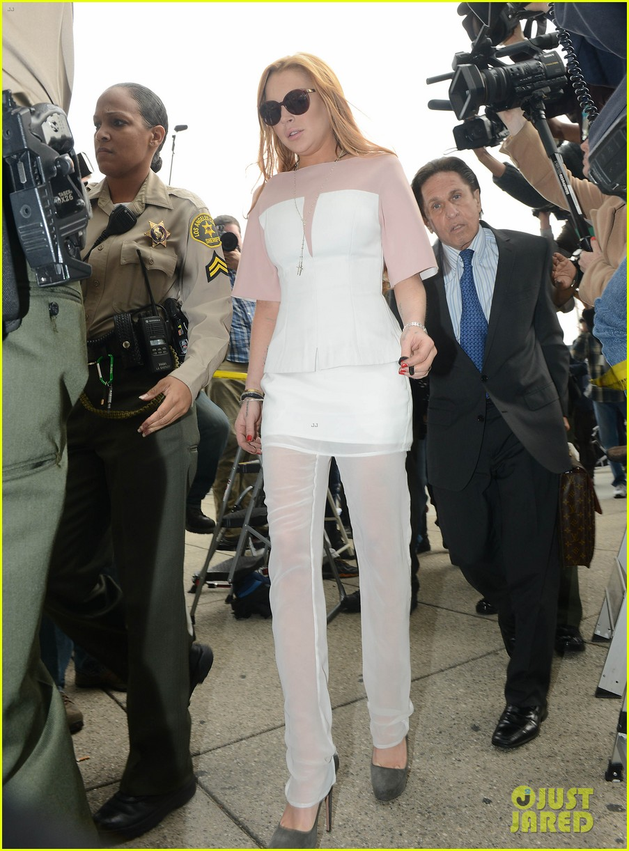 lindsay lohan arrives 48 minutes late for court appearance 09