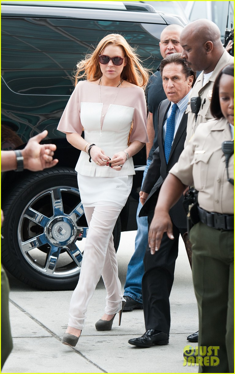 lindsay lohan takes plea deal rehab for 90 days no jail 04