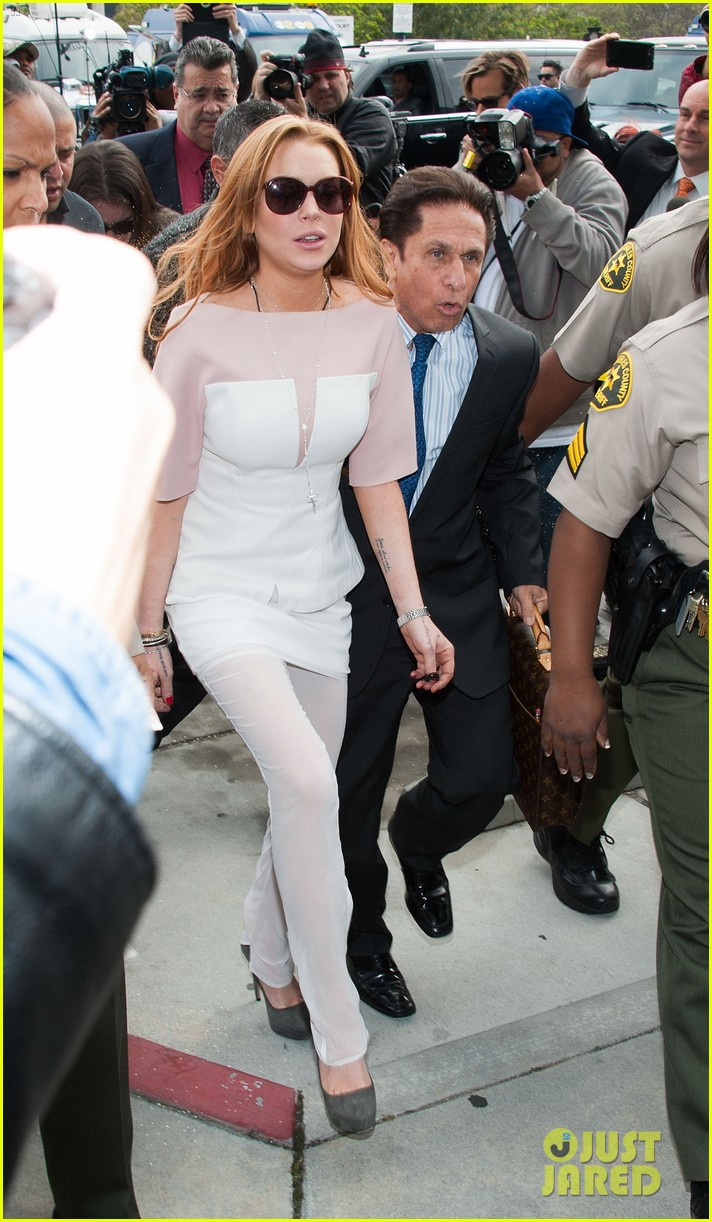 lindsay lohan takes plea deal rehab for 90 days no jail 12