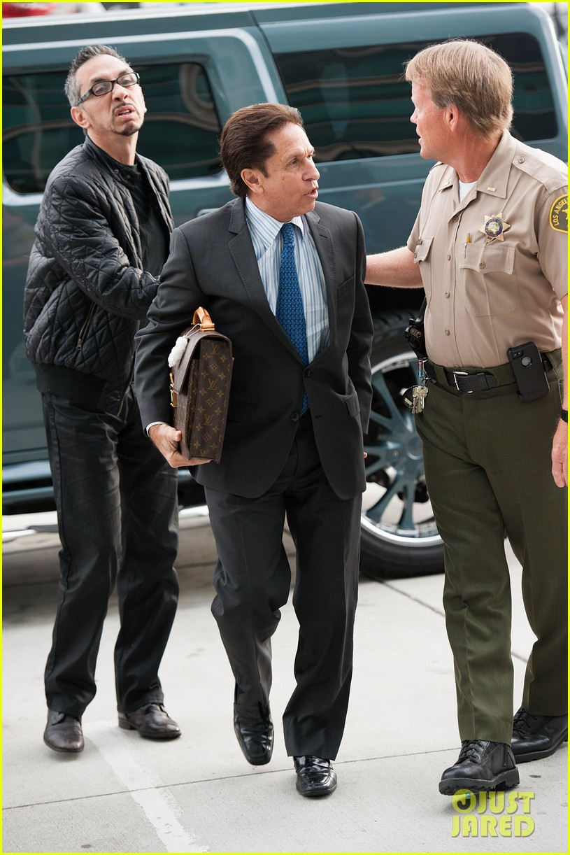 lindsay lohan takes plea deal rehab for 90 days no jail 152832918