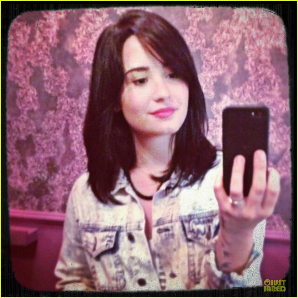 demi lovato short hair raising coffee stop 05