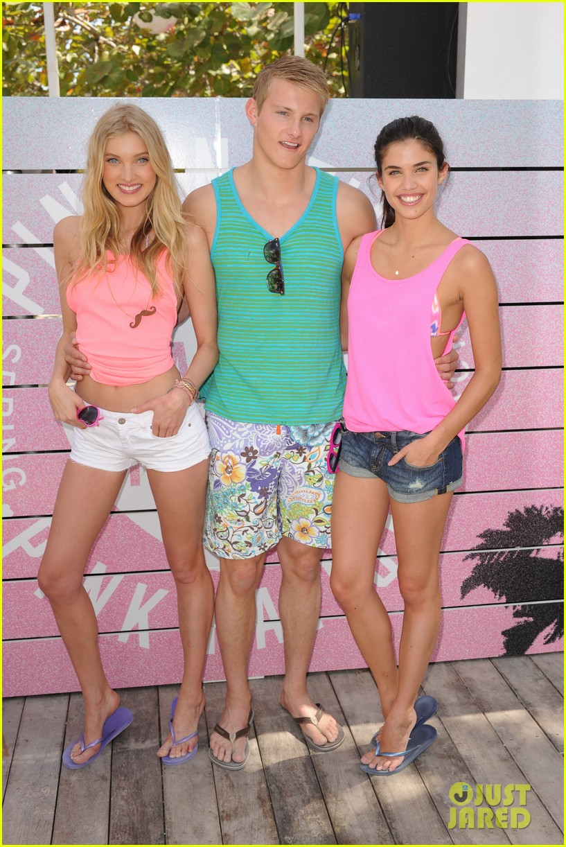 alexander ludwig hosts vs dance party 122830231