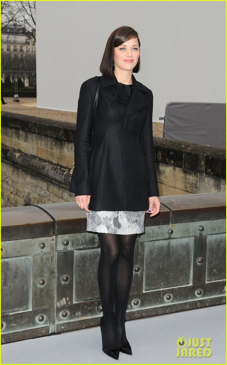 marion cotillard dior paris fashion show 01