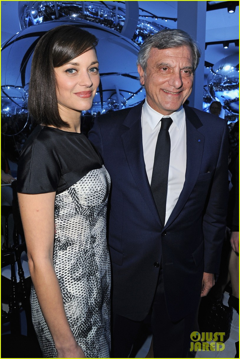 marion cotillard dior paris fashion show 12
